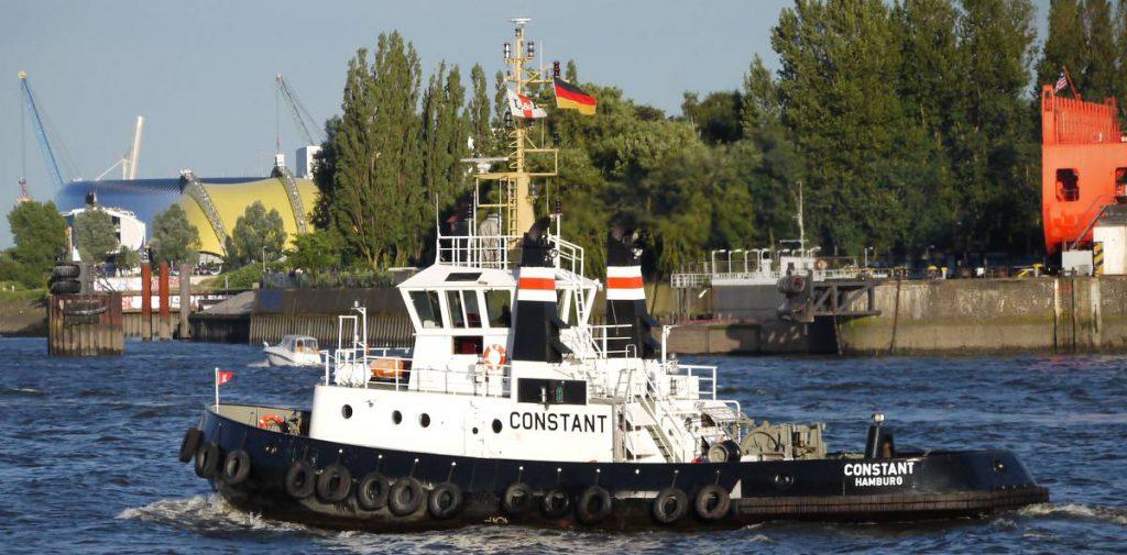 Schlepper auf der Elbe
