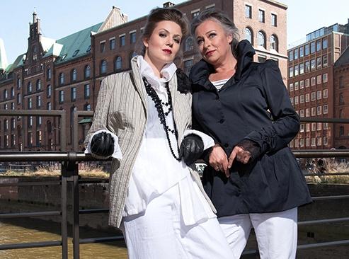 Zwei Frauen tragen BOcouture aus Hambur