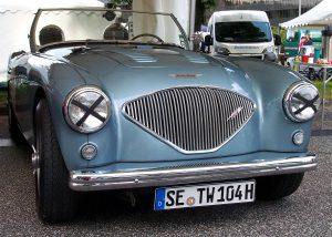 Austin Healey in metalicblau ein englischer Vintage Sportwagen