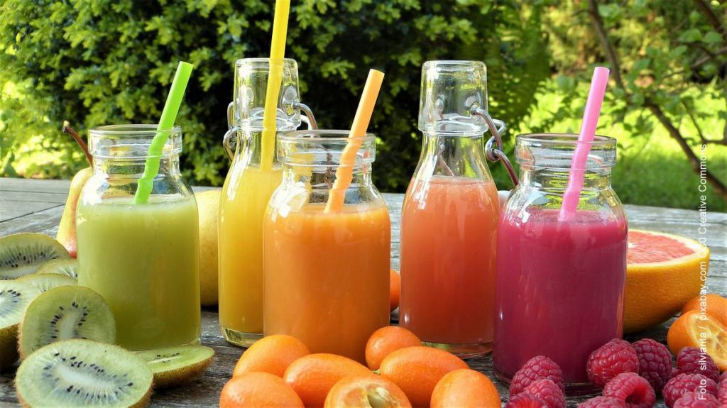 Smoothies in Glasflaschen