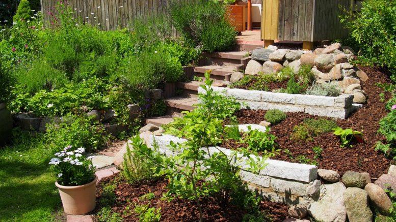 Terrassen Garten mit TReppe
