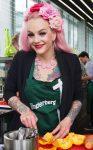 Belle La Donna beim Kochen