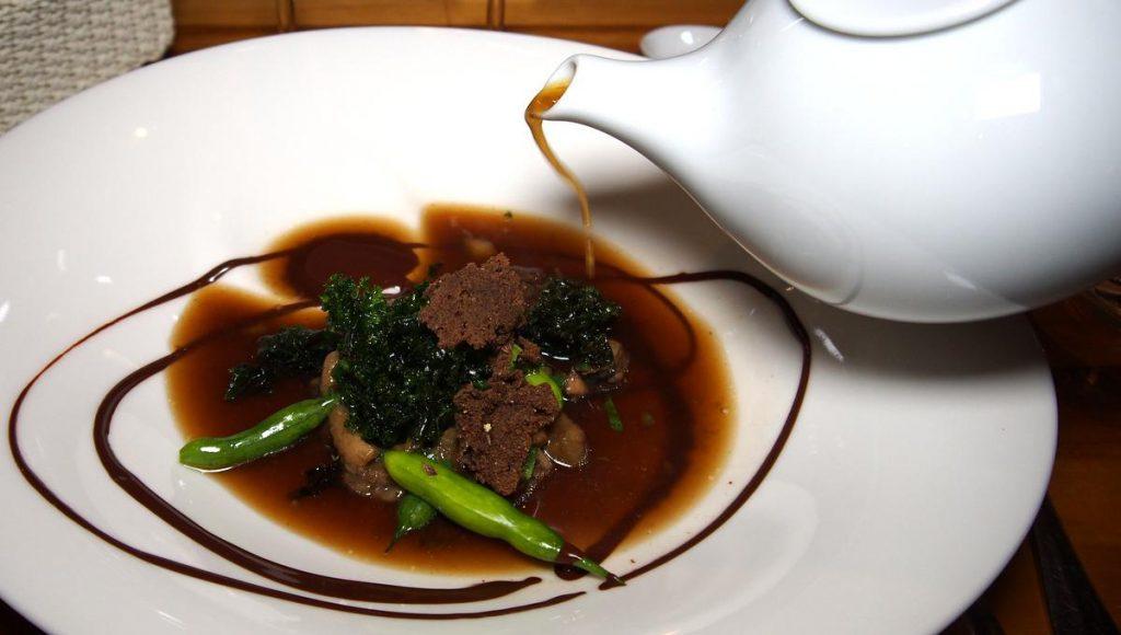 Steinpilzen, Essenz, Ölsenf und krosser Grünkohl