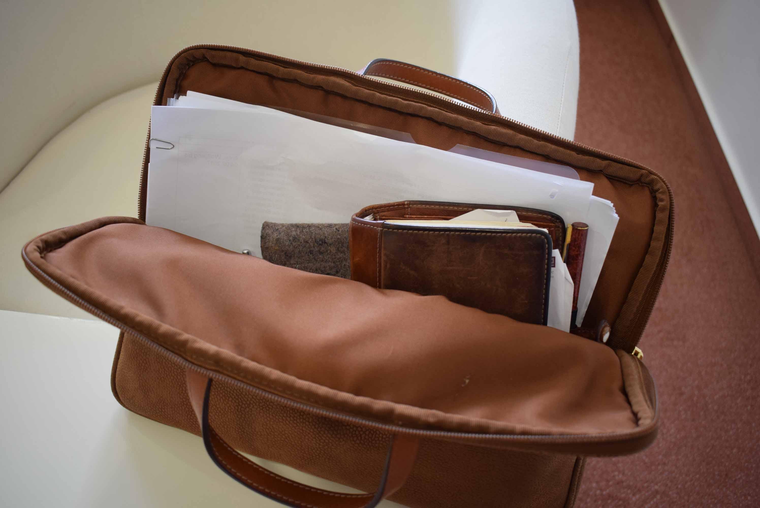 Blick in eine Aktentasche