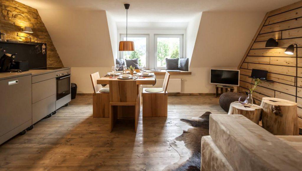 Blick in den Wohnraum des Kuckucksnester Design-Appartment