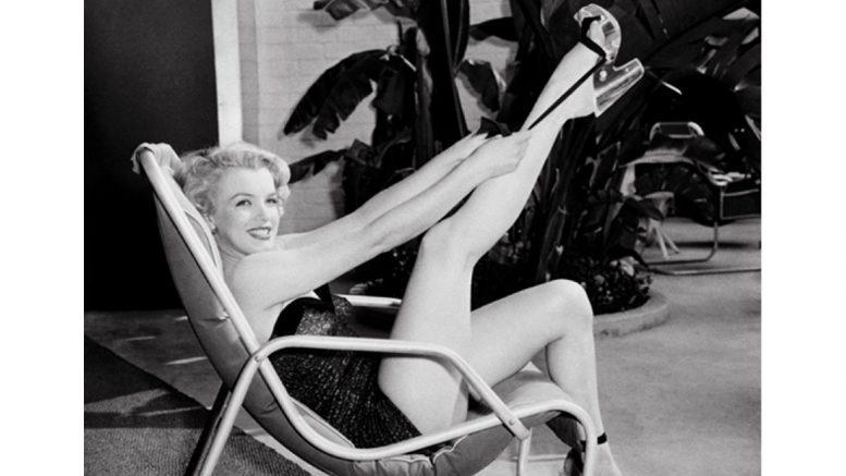 Marilyn Monroe leg up