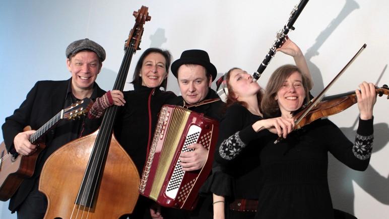 Klezmer Band MISCHPOKE spielt in der Trittauer Wassermühle