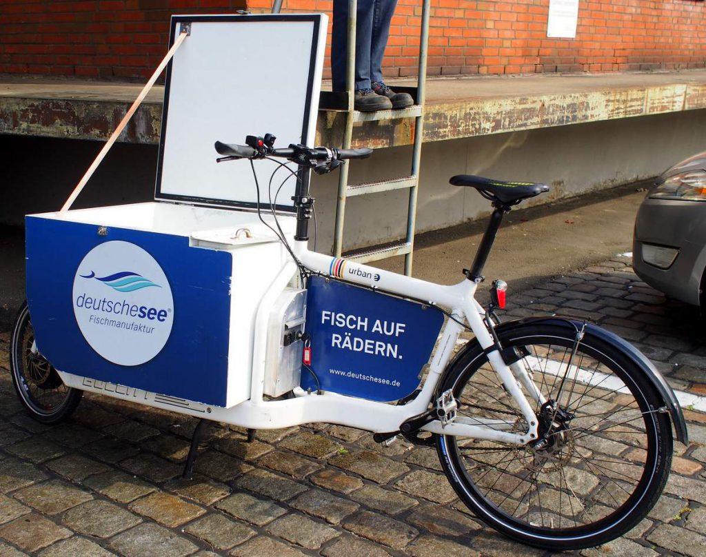 Fahrradlieferdienst für Fisch