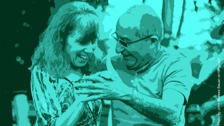 Alte Menschen tanzen