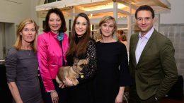 Gäste des Abends mit Hund beim Weltfrauentag bei Hamburg Women Connect
