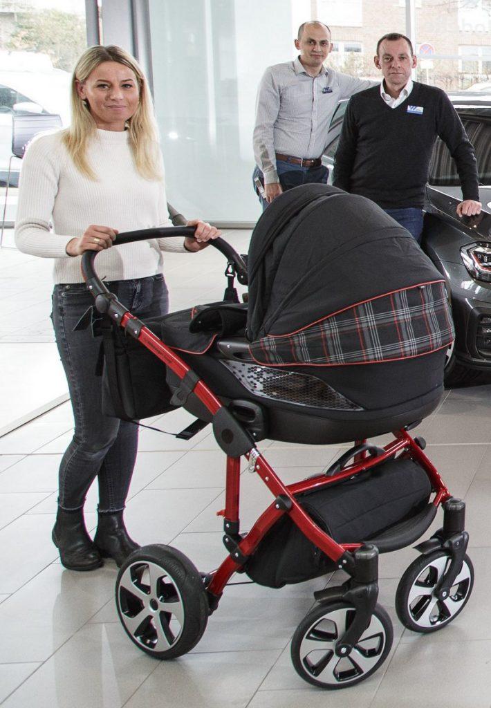 Der Kinderwagen im GTI Design