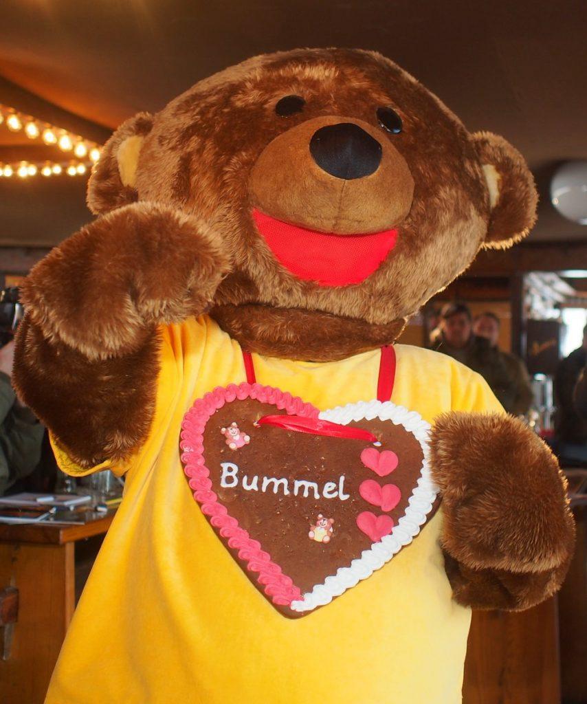 Bummel, ein Bär, die Sympathiefigur des Hamburger Dom