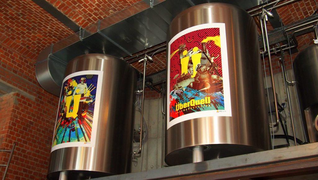 Bier Lagertanks im Überquell