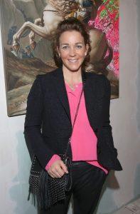 Bei der Vernissage auch dabei Gaby Gassmann in schwarz und pink