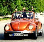 Blogger Sven und Malte mit Ihrem Käfer-Cabrio (c) Auto Wichert