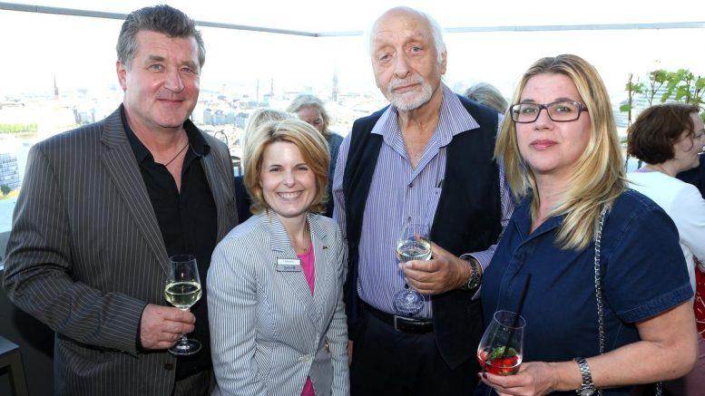 Gäste beim Re-Opening der Weinbar 26 mit Karl Dall und Bruno Apitz