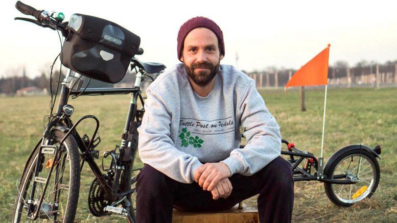 Bottle Post on Pedals - Nico Heinmann mit Fahrrad