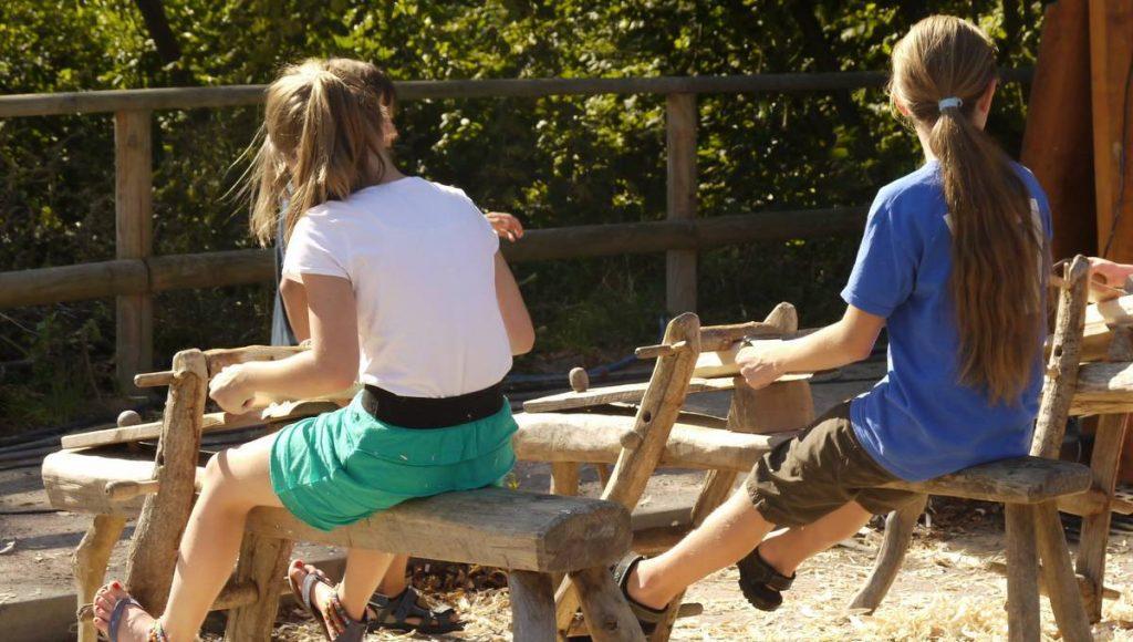 Holzdrehbank mit Kindern