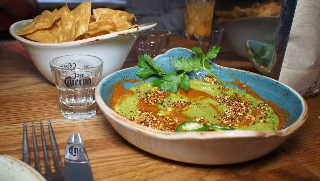 Avocadocreme mit Salsa Borracha