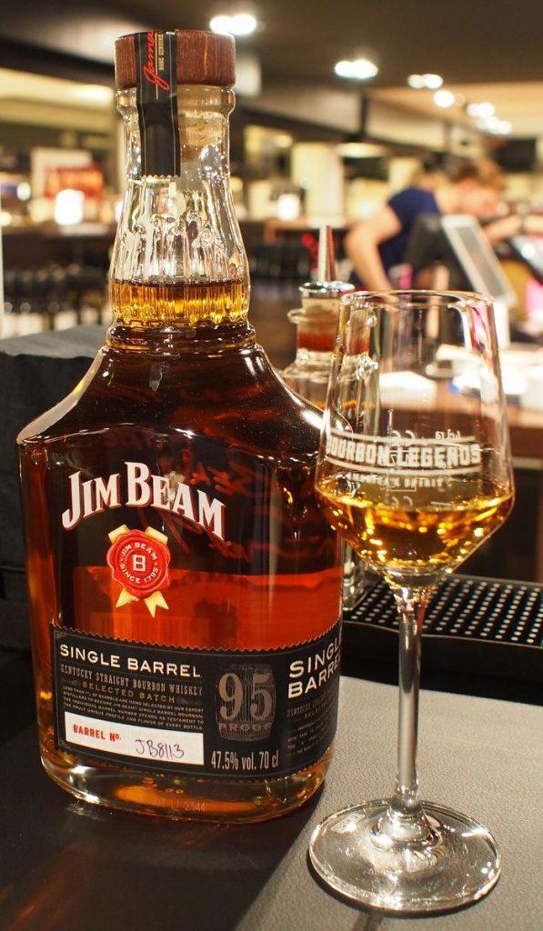 Jim Beam Single Barrel Flasche und Glas