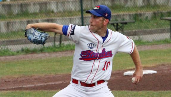 Dustin Ward spielt Baseball