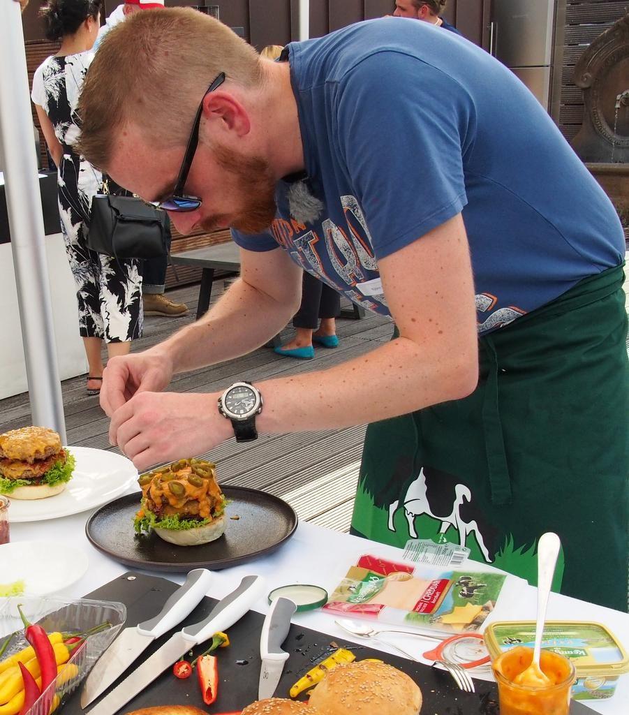 Herstellung eines Cheddar Burger