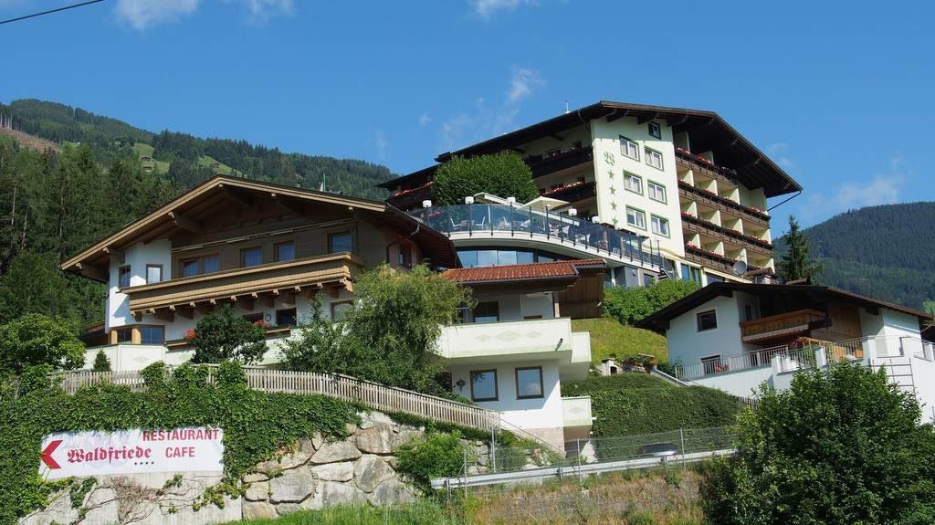 In Fügen im Zillertal das Hotel Waldfrieden