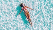Swimmingpool mit Schwimmerin