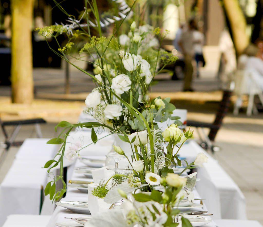 schön gedeckter Tisch beim White Dinner