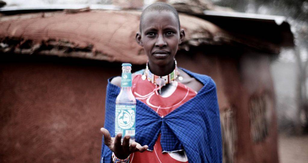 Afrikaner mit Wasserflasche