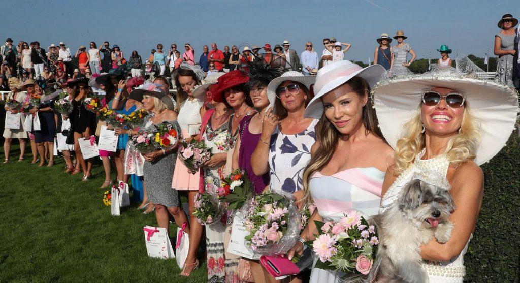 Damenhut Contest auf der Rennbahn