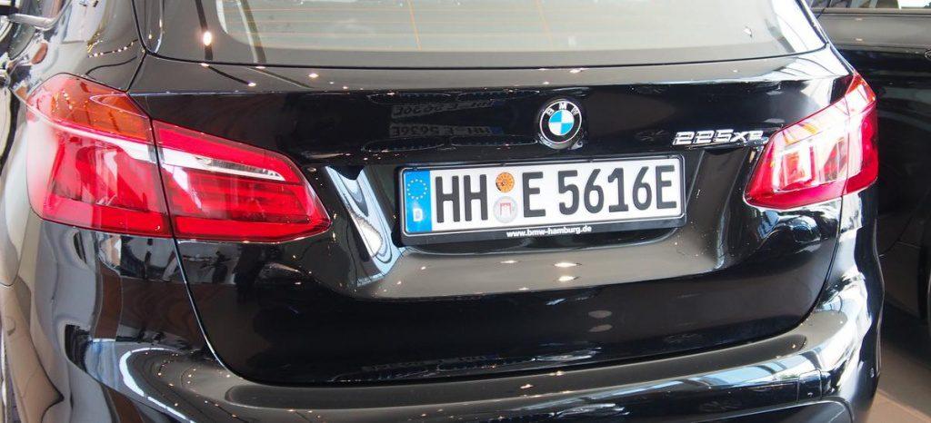 Heckansicht BMW 225 xe