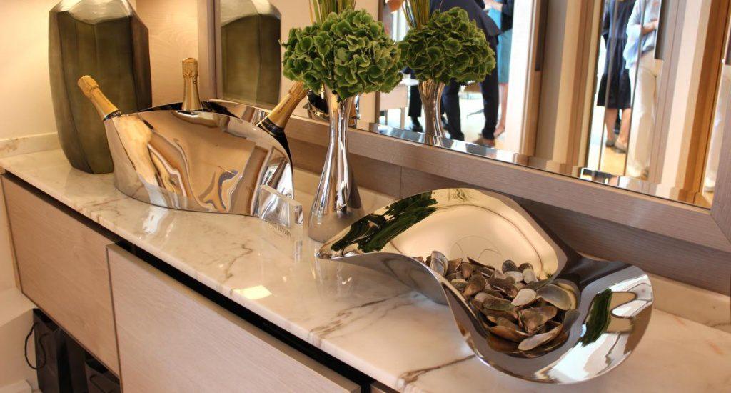 Champagnerküherl und Oystertray aus Metall