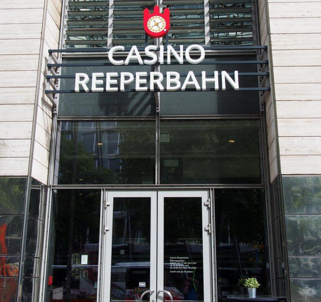 Eingangstür zum Casino Reeperbahn