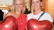Nova Meierhenrich mit Dana Diekmeier bei der Aktion Charity-Shopp