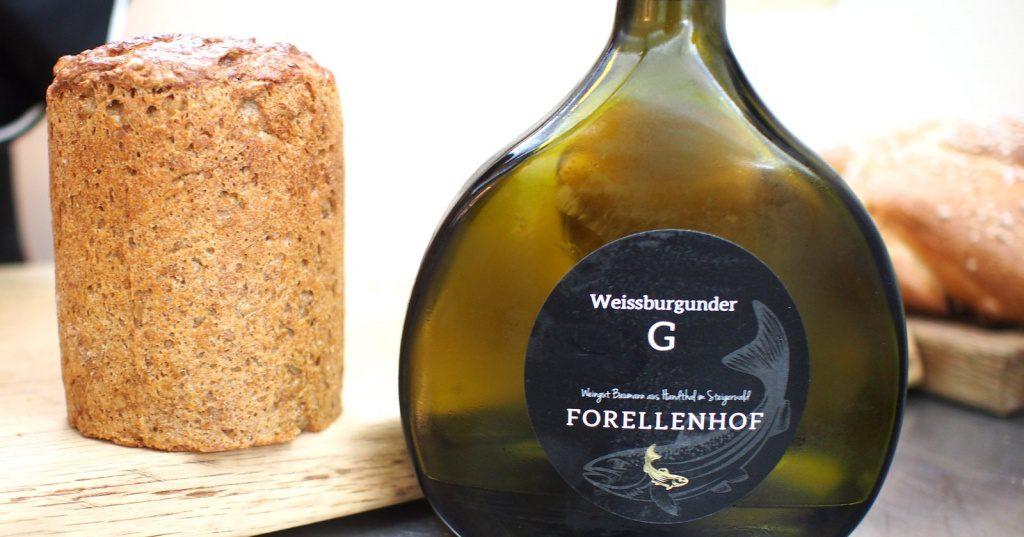 Weinflasche mit Brot