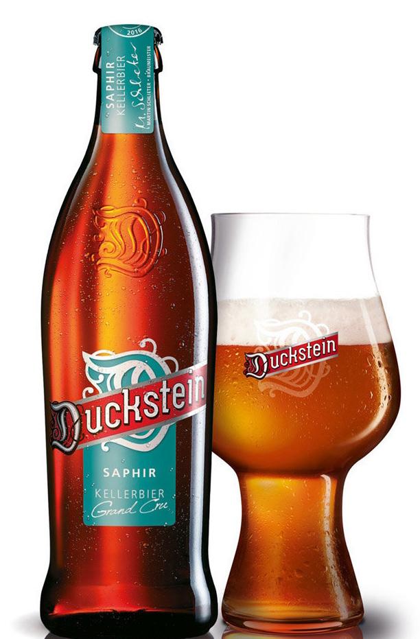 Duckstein Bier, Flasche mit gefüllten Glas