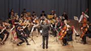 Ein Kammerorchester spielt klassische Musik