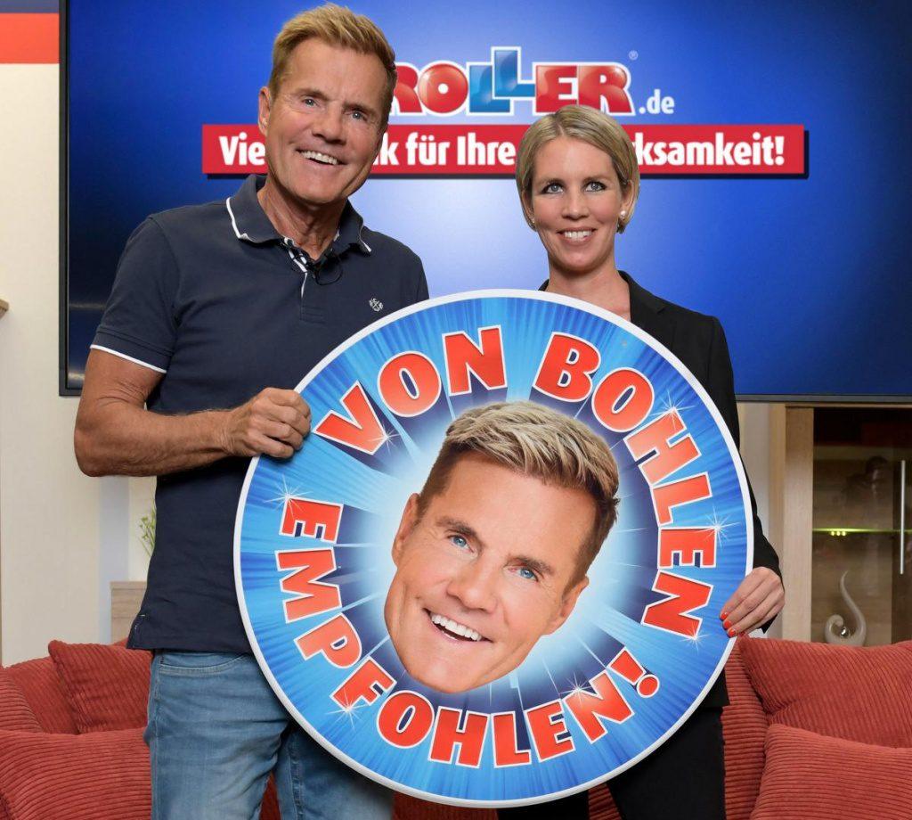 Tessa Tessner hält ein Schild zusammen mit Dieter Bohlen