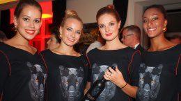 Weltpremiere von THE SKAAG in Hamburg, vier Promo-Mädels