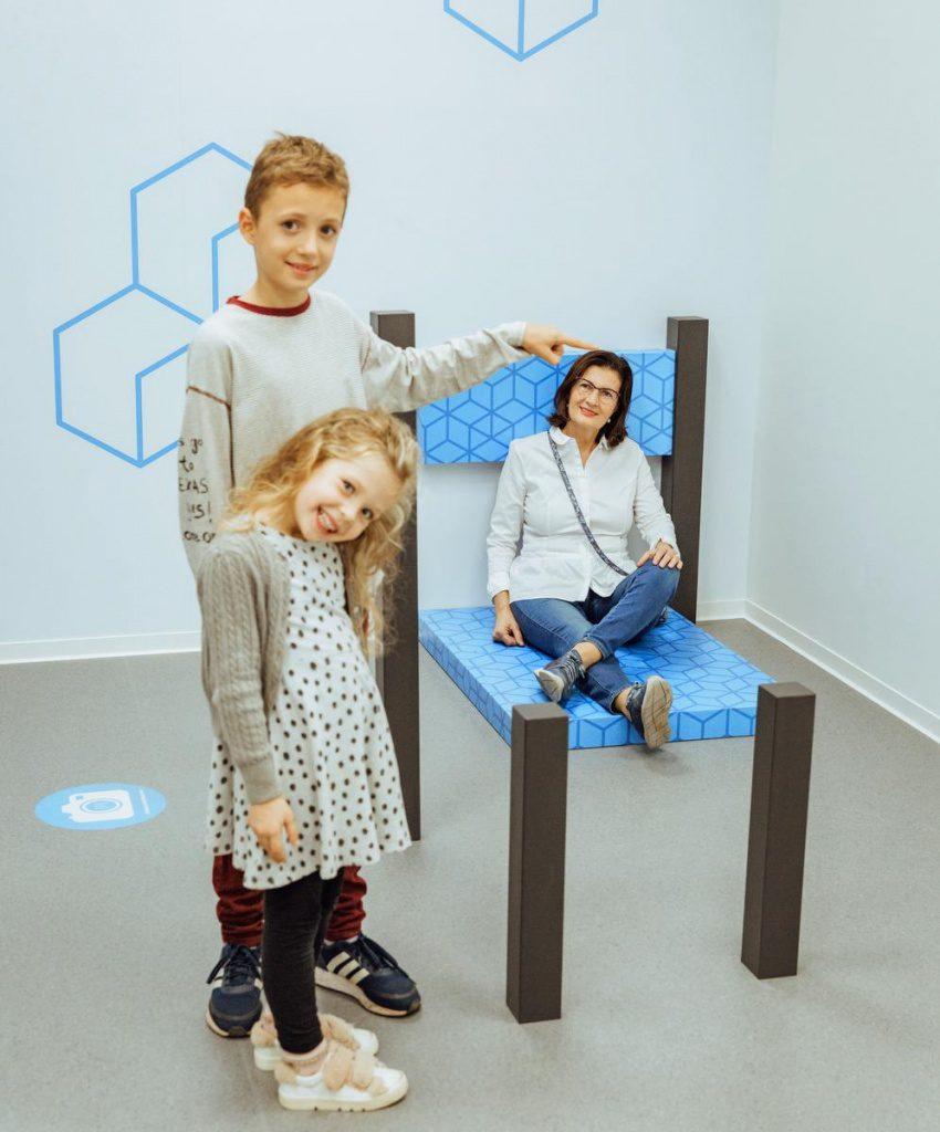Optische Täuschungen im Museum der Illusionen