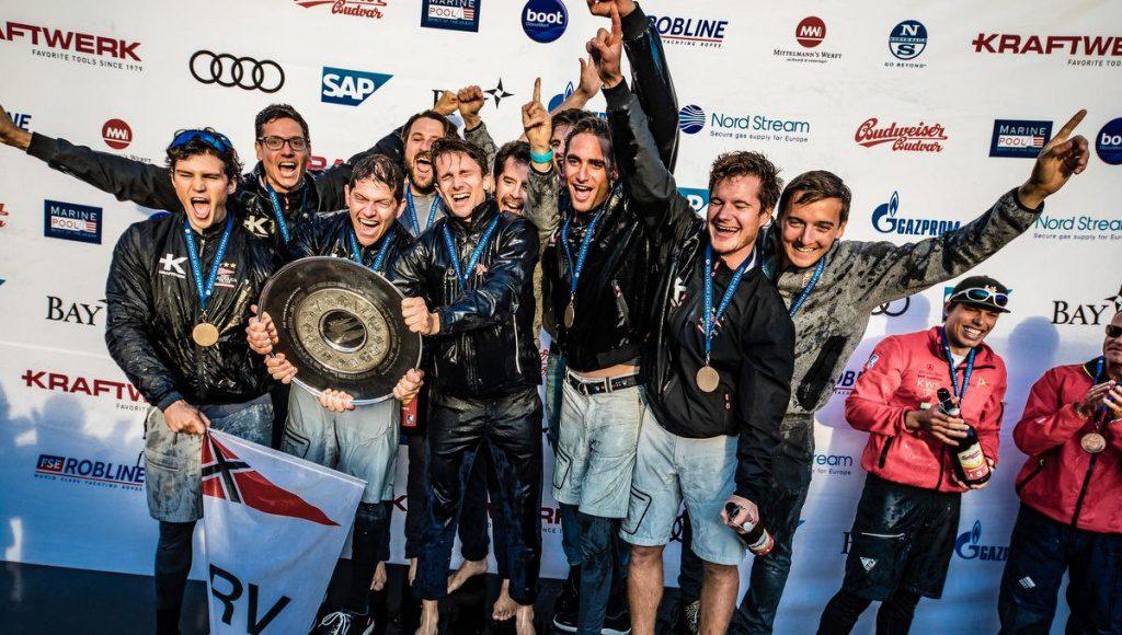 Freude bei der Siegerehrung. Der NRV ist Deutscher Segelmeister 2018
