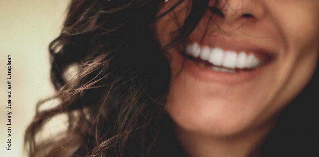 Ein Frau lächelt