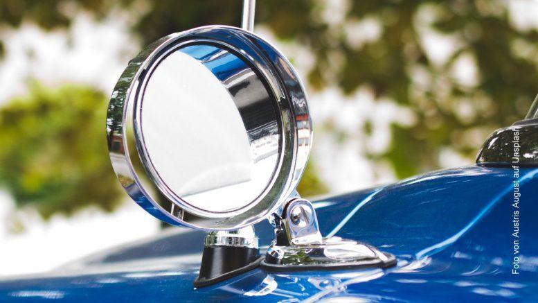 Außenspiegel an einem Auto