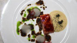 Island BBQ Lachs mit Bonito, schwarzen Linsen und Rettich