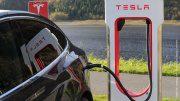 Tesla tankt Strom