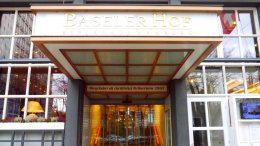 Der Eingang zum Baseler Hof