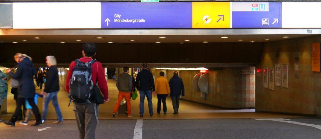 Hauptbahnhof Südsteg Blick in die Mönckeberg Passage