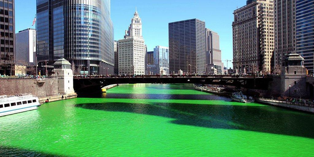 Grüner Fluß durch Chicago