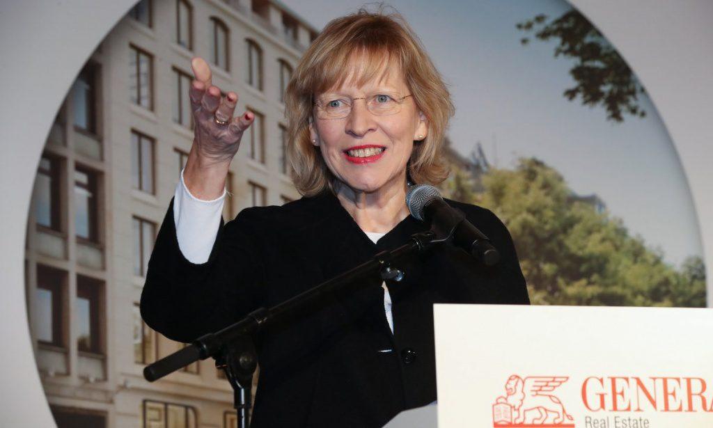 Dorothee Stapelfeldt hält eine Rede